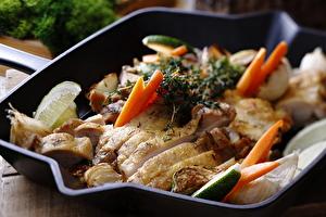 山椒とタイムで香りをつけた鶏もも肉の香味オイル焼き