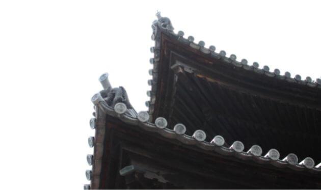 妙心寺の法堂の屋根 龍の瓦