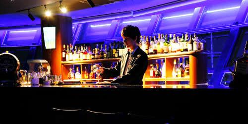 kuu_bar_bartender.jpg